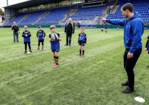 Pictured at Donnybrook Stadium is Letterkenny RFC's Ollie Worth getting advice from Jonathan Sexton.