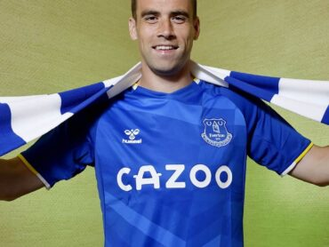 Seamus Coleman signs new Everton contract